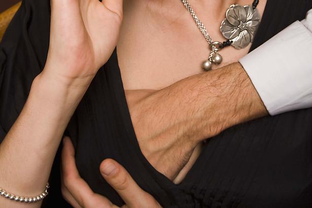 Mỹ: Tắt camera gắn ngực để làm điều điên rồ với thi thể phụ nữ, bị lộ vì chi tiết không ngờ - 1