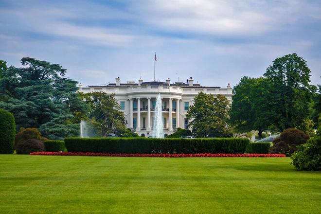 Tổng thống Trump bị nhắc nhở vì… dùng iPhone bảo mật kém - 1