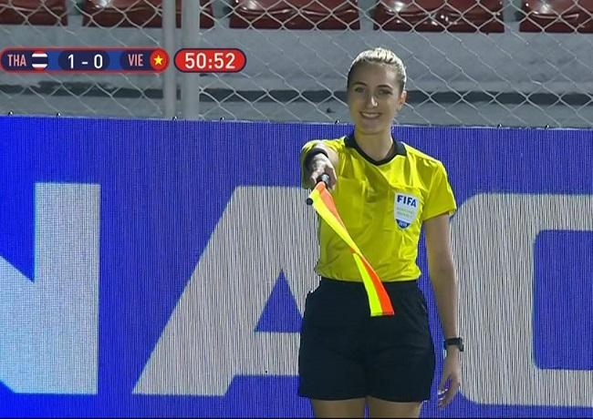 """Trọng tài """"giúp"""" ĐT nữ Việt Nam vô địch Sea Games, fan ví như thiên thần - 1"""