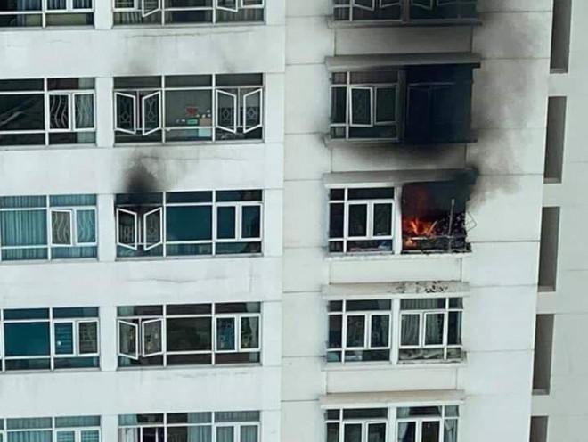 CLIP: Cháy ở tầng 12 chung cư Hoàng Anh Goldhouse - TP HCM - 1