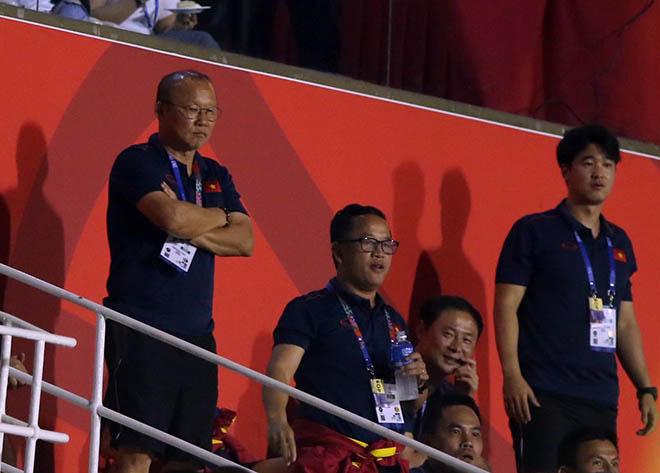 Tuyển nữ Việt Nam hạ Thái Lan vô địch SEA Games: Thầy Park ăn mừng trên khán đài - 1