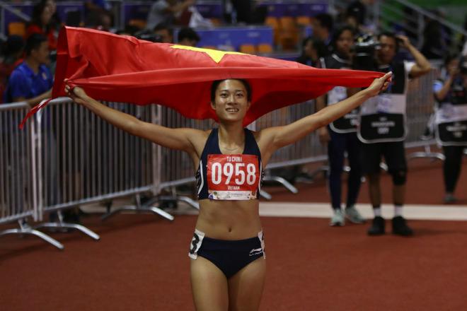 """""""Nữ hoàng tốc độ"""" Tú Chinh giành HCV 100m: Vượt sao nhập tịch từ Mỹ - 1"""