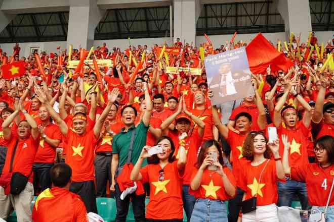 Nhiều công ty du lịch hết vé sang Philippines xem U22 Việt Nam đá chung kết - 1