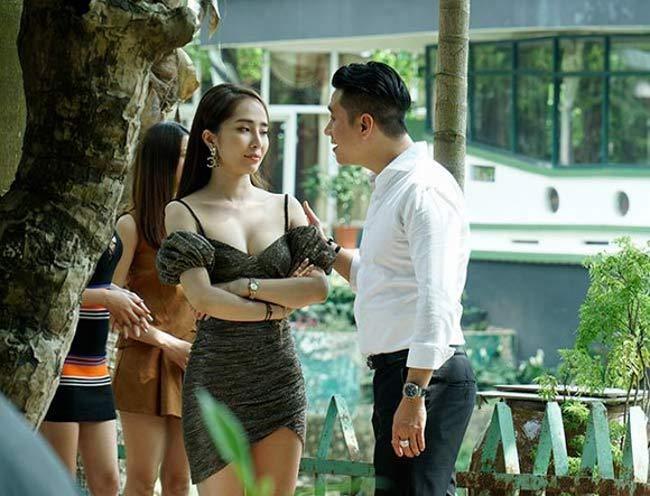 Kể cả trên phim lẫn ngoài đời, Quỳnh Nga đều có hu hướng sexy hóa.