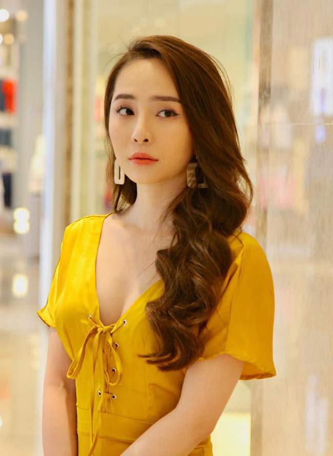 Quỳnh Nga cho biết, cô chọn đồ khá đơn giản, thường ít cầu kỳ mà thiên về đơn giản nhưng vẫn sexy.