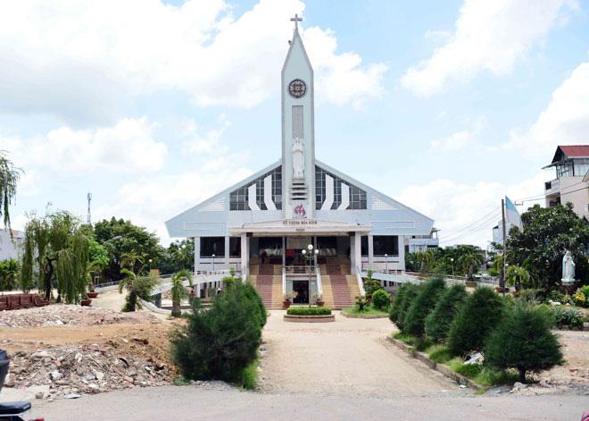 """""""Thần đèn"""" ra tay, nhà thờ ngàn tấn ở Sài Gòn thay đổi thế nào sau khi nâng cao lên 2 mét? - 1"""