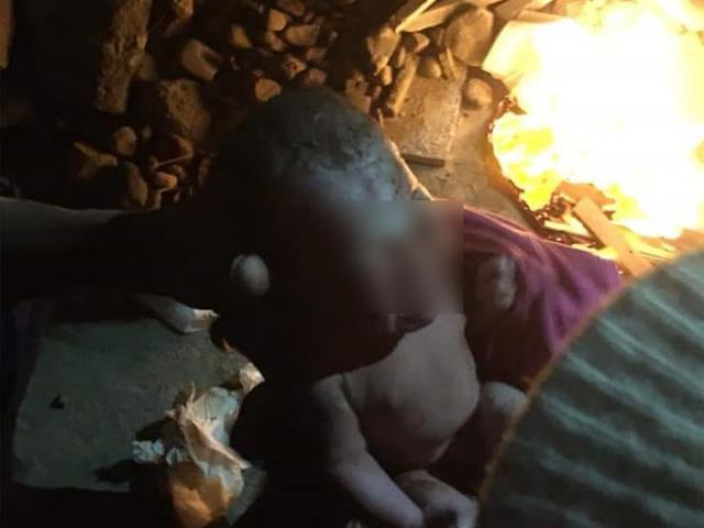 Bé sơ sinh bị bỏ trong thùng rác giữa trời giá rét khiến cư dân mạng phẫn nộ