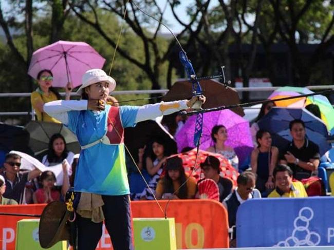Đỗ Thị Ánh Nguyệt vừa giành huy chương vàng cung 1 dây đồng đội nữ tại Sea Games 30.