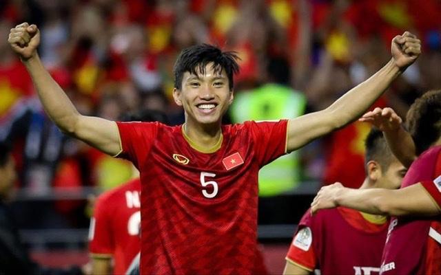 Cao Thái Hà, Đỗ Mỹ Linh mừng tuyển Việt Nam vô địch Sea Games - 1
