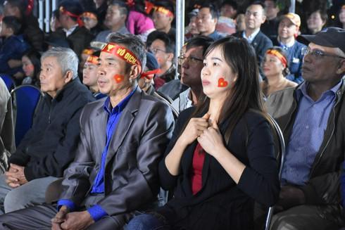 Mẹ thủ thành Nguyễn Văn Toản mong con trai luôn giữ được đam mê... - 1