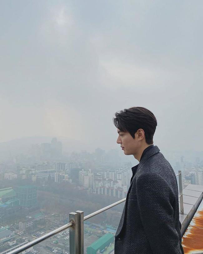 Lee Min Ho lại gây chú ý với loạt ảnh hút 2 triệu like dù không photoshop - 1