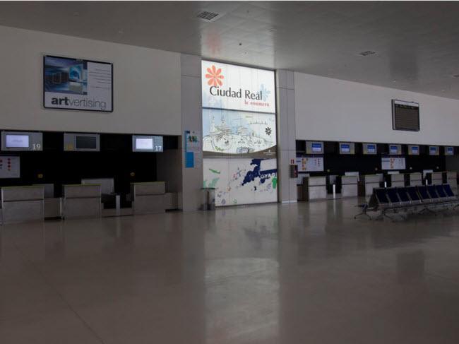 Sân bay Ciudad Real, Tây Ban Nha: Sân bay tư nhân đầu tiên ở Tây Ban Nha có chi phí xây dựng 1,2 tỷ USD. Nó được đưa vào sử dụng năm 2008, nhưng phải đóng cửa vào năm 2012, do chủ đầu tư phá sản.