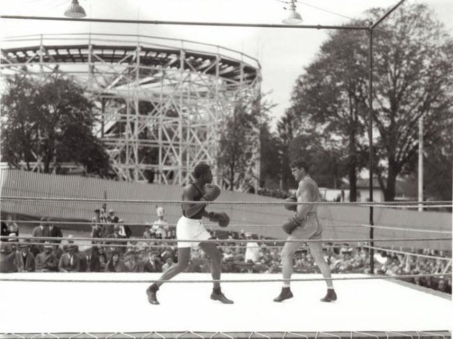 Công viên giải trí Hồ Geauga, Mỹ: Công viên ở thành phố Aurora, bang Ohio, nổi tiếng với hệ thống tàu lượng bằng gỗ lớn nhất thế giới khi khai trương vào năm 1887. Công trình đã chính thức đóng cửa vào năm 2007, sau nhiều lần đổi chủ sở hữu.