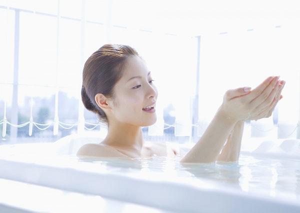 """Những thói quen hay làm trong nhà tắm """"giết"""" sức khỏe nhanh không ngờ - 1"""