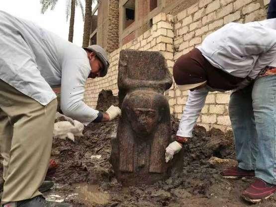 Tìm thấy tượng quý hiếm của vị vua Ai Cập vĩ đại gần kim tự tháp Giza - 1