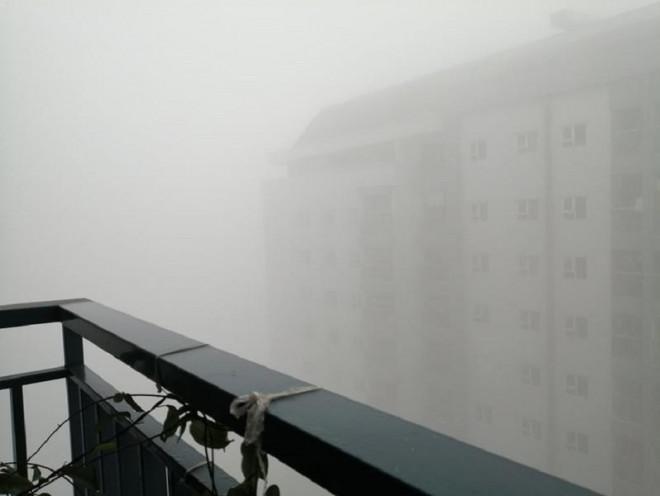 Sương mù dày đặc bất thường ở Hà Nội - 1