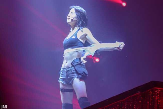Trong concert 4season F/W mới đây, ca sĩ Solar của nhóm Mamamoo biểu diễn lại ca khúcFirecủa nhóm nhạc nổi tiếngBTSvà có hành động tương tự. Khi gần đến cuối màn biểu diễn, Solar bất ngờ xé áo, để lộ áo bra thể thao khiến người hâm mộ reo hò.