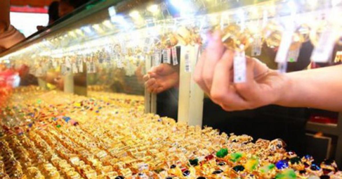 Giá vàng hôm nay 14/12: Vàng thận trọng nhích nhẹ trước những biến động - 1