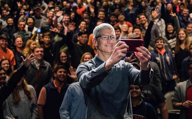 """CEO Apple nói iPhone vẫn chưa trưởng thành, """"úp mở"""" về iPhone 12 - 1"""