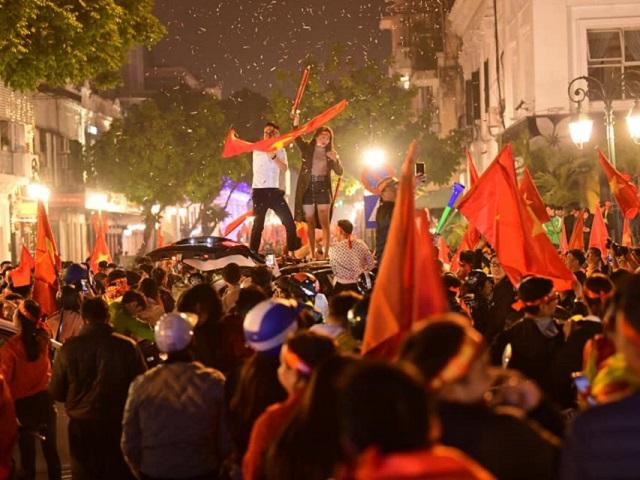 """Fan Việt mừng HCV Sea Games: Giới trẻ Trung Quốc trầm trồ, mơ 1 lần """"đi bão"""" - 1"""