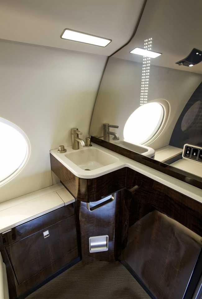 Thậm chí, phòng tắm trên máy bay này trông còn đẹp hơn nhiều căn hộ ở thành phố New York.