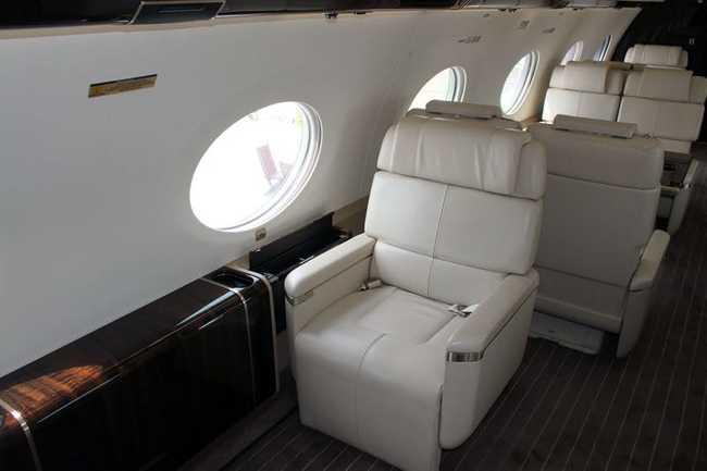 Những chiếc ghế có kích thước lớn hơn rất nhiều so với loại ghế mà khách du lịch được sử dụng ở máy bay hạng phổ thông.