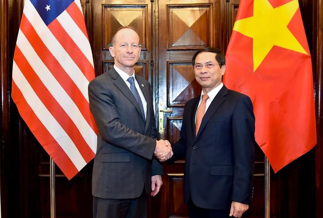 Thăm Việt Nam, Trợ lý Ngoại trưởng Mỹ khẳng định chủ trương về biển Đông - 1