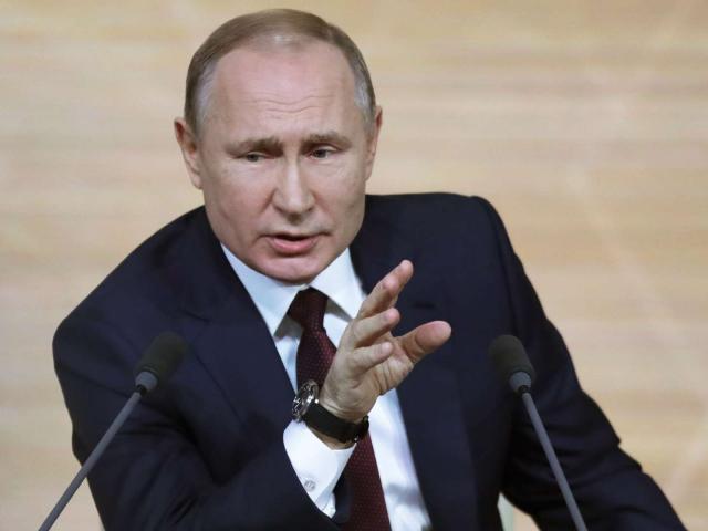 Giữa bão luận tội, ông Trump bất ngờ được ông Putin bênh vực