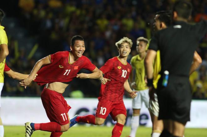Việt Nam tăng mấy bậc bảng xếp hạng FIFA năm 2019 so với  năm ngoái? - 1