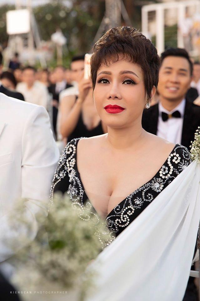 Danh hài Việt Hương: Sở hữu nhẫn 6 tỷ đồng, gu mặc trẻ hơn tuổi - 1