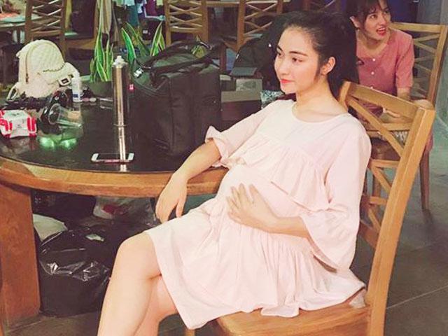 Hòa Minzy lộ ảnh ôm bụng bầu to sau nghi vấn sinh con cho bạn trai thiếu gia