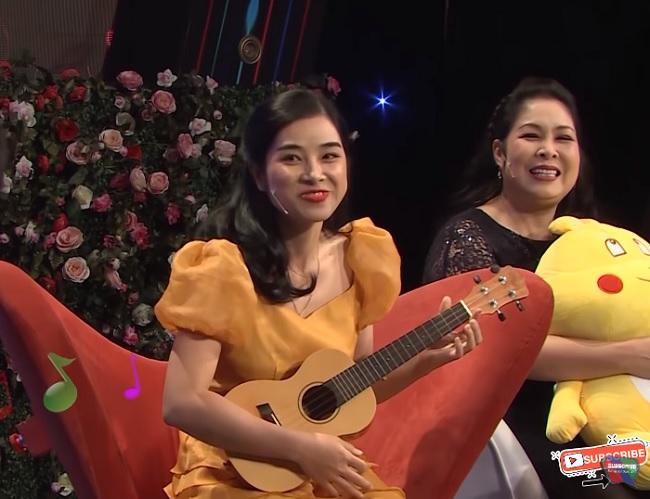 Cô gái răng khểnh đàn hát tỏ tình, trai đẹp cầu hôn luôn trên sân khấu - 1