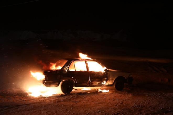 Miu Lê chơi lớn đốt trụi xe hơi khi vừa trở lại - 1