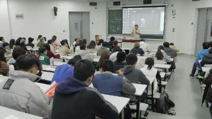 """Trào lưu """"lớp học tỏ tình"""" gây sốt tại Trung Quốc - 2"""