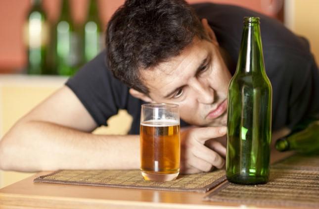Ngày Tết vui đến mấy những người sau cũng phải tránh rượu bia tuyệt đối - 1