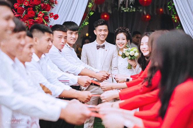 Hé lộ ảnh đính hôn của cặp đôi cầu thủ - hot girl: Văn Đức - Nhật Linh - 1