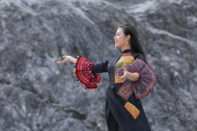 """Quán quân Sao mai Lương Hải Yến gặp sự cố """"xanh mặt"""" khi trèo núi cao để quay MV - 1"""