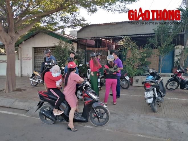 """Phụ huynh """"vây"""" cơ sở dạy kèm miệt thị, đánh dã man học sinh ở Ninh Thuận - 1"""