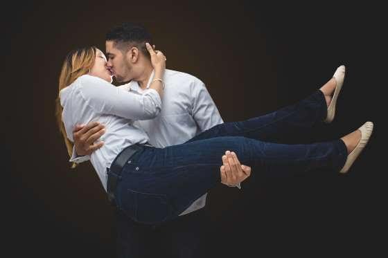 Những bệnh có thể lây truyền qua nụ hôn - 1