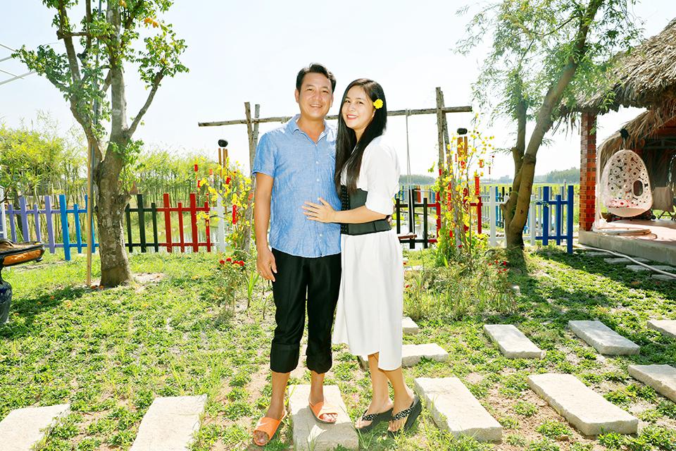 MC giàu nhất VN mang dép tổ ong, đưa vợ con xuống tận Tây Ninh để làm điều này - 1