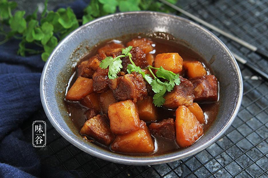 Chẳng cần thịt heo đắt đỏ, làm món bò kho khoai tây cũng khiến cả nhà mê mẩn - 1
