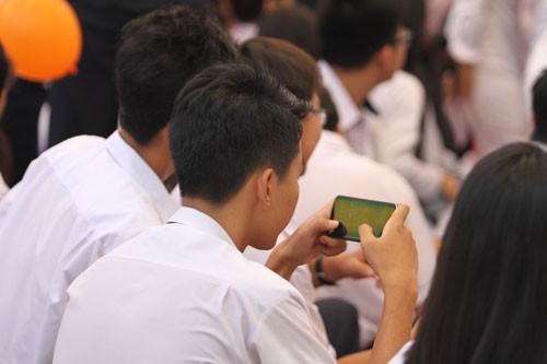 Bộ GD&ĐT: Giáo viên cho phép học sinh mới được sử dụng điện thoại, không phải tuỳ tiện thích thì dùng - 1