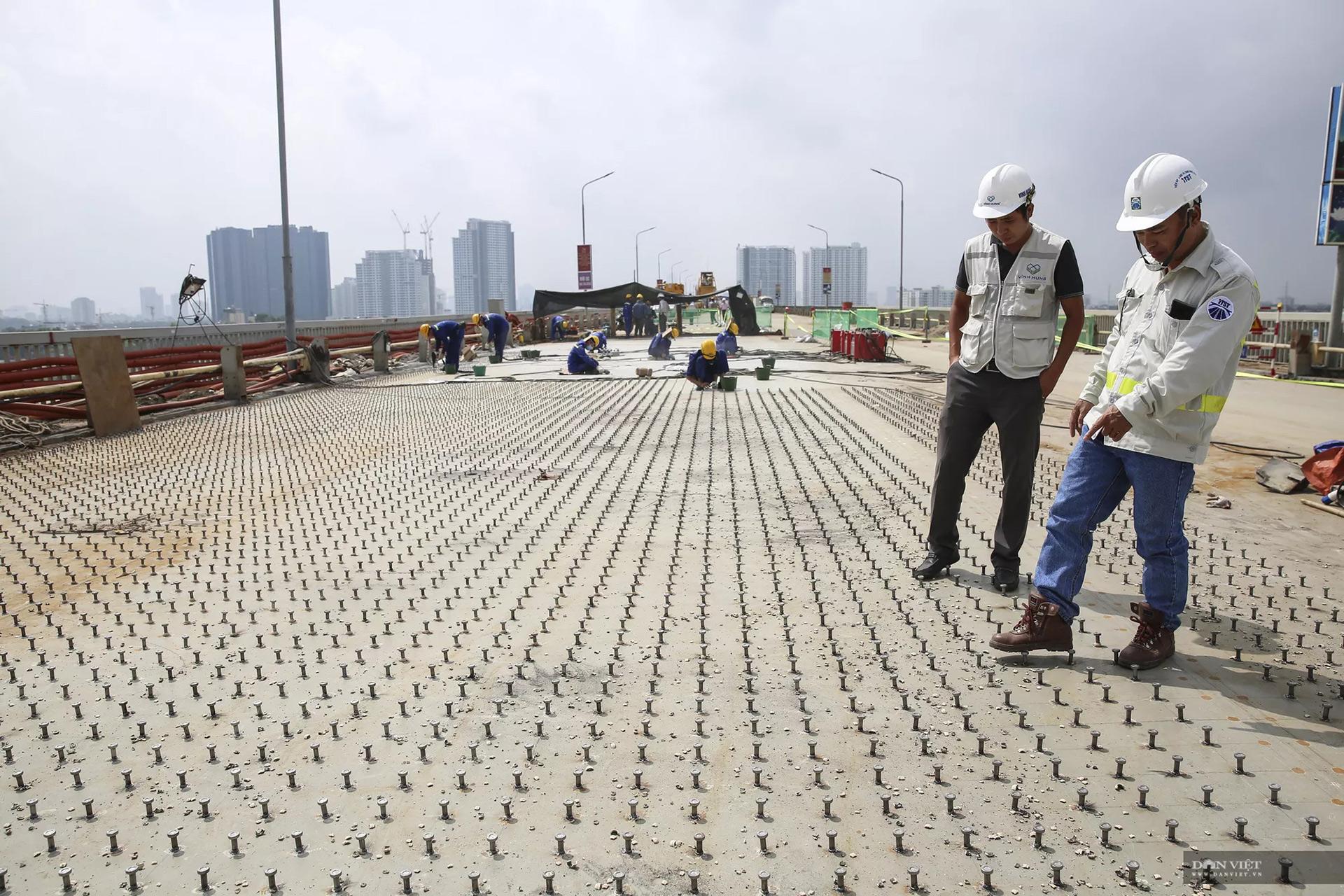 Emagazine: Ngày đêm hàn 1,5 triệu chiếc đinh lên mặt cầu Thăng Long - 11