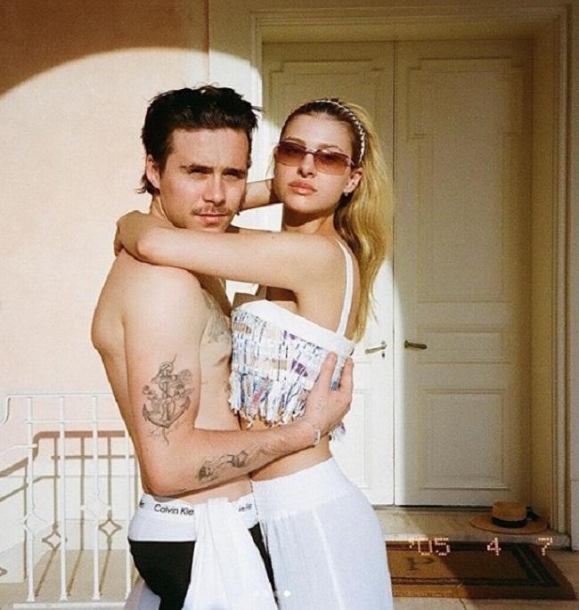 """Vốn khi sinh ra đã """"ngậm thìa vàng"""" vì có bố mẹ là hai nhân vật quyền lực: David - Victoria Beckham nhưng cậu cảBrooklyn Beckham lại khá lận đận trong sự nghiệp, dành phần lớn thời gian để tìm hiểu và hẹn hò với các cô gái trẻ đẹp, nóng bỏng."""