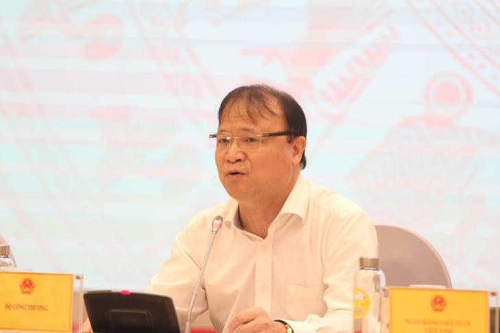 Thứ trưởng Bộ Công Thương thông tin về việc hơn 300 cột điện gãy đổ sau bão số 5 - 1
