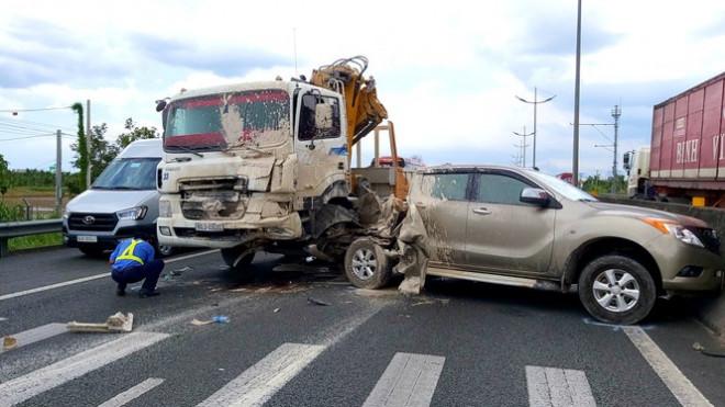 Cao tốc TP.HCM – Trung Lương kẹt xe nghiêm trọng sau tai nạn - 1