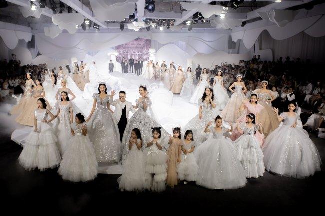 Váy cưới xu hướng 2020 biến cô dâu thành công chúa trong cổ tích - 1