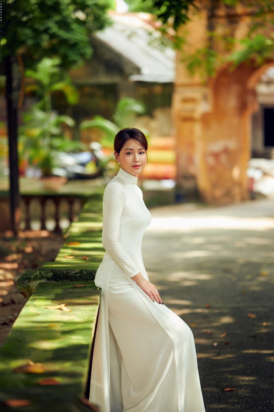 """""""Hoa khôi"""" Giọng hát hay Hà Nội khoe sắc tinh khôi trong tà áo dài trắng - 1"""