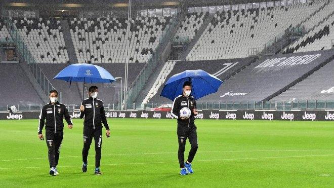 Đại chiến Juventus - Napoli bị hủy, Serie A choáng váng vì Covid-19 - 1