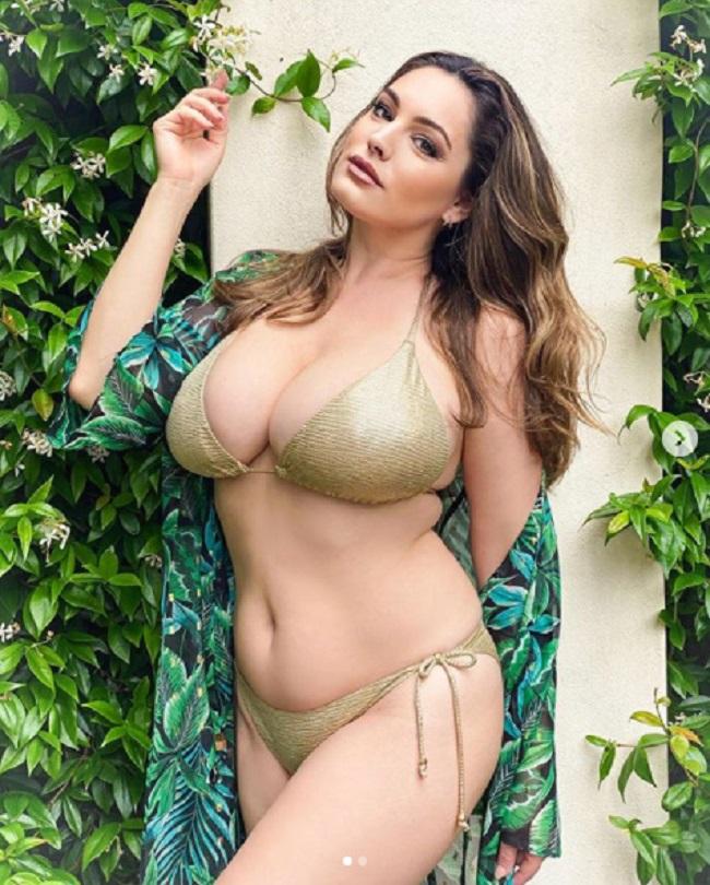 Ngoài tác dụng giảm đau vùng ngực thì tình dục còn khiến cho cô cảm thấy sảng khoái hơn,tâm trạng tích cực hơn, tự tin hơn rất nhiều về thân hình quá khổ của mình.